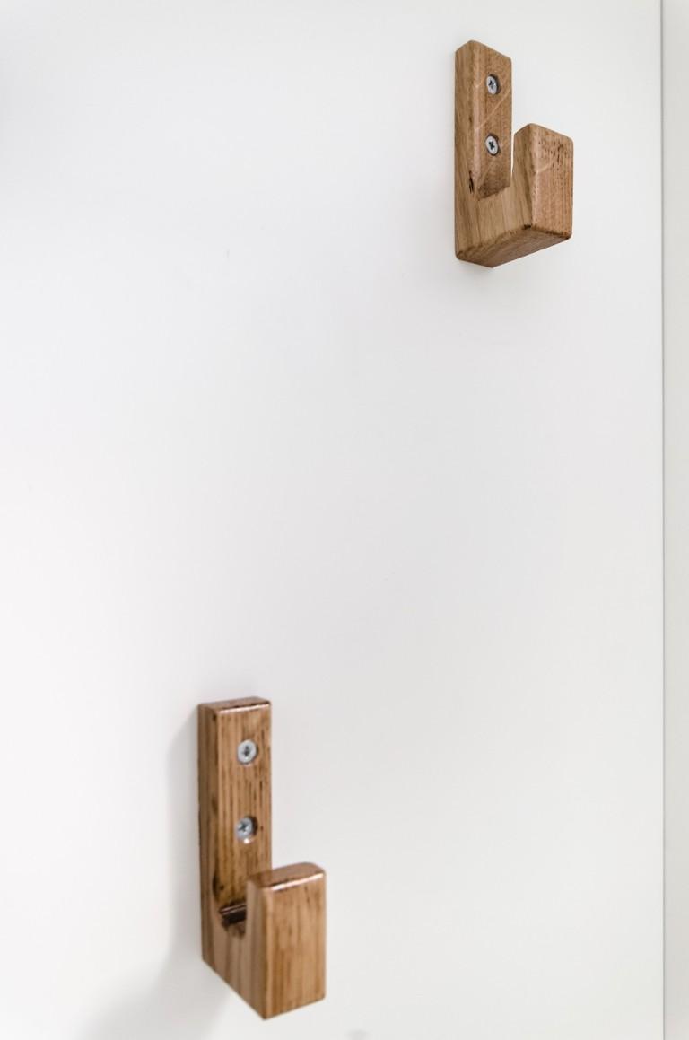 detaliu cuier mobila minimalista